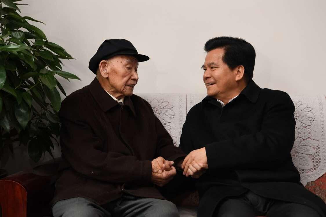 中老同��b�i*_李纪恒走访慰问省级离退休老同志 祝老同志们新春吉祥