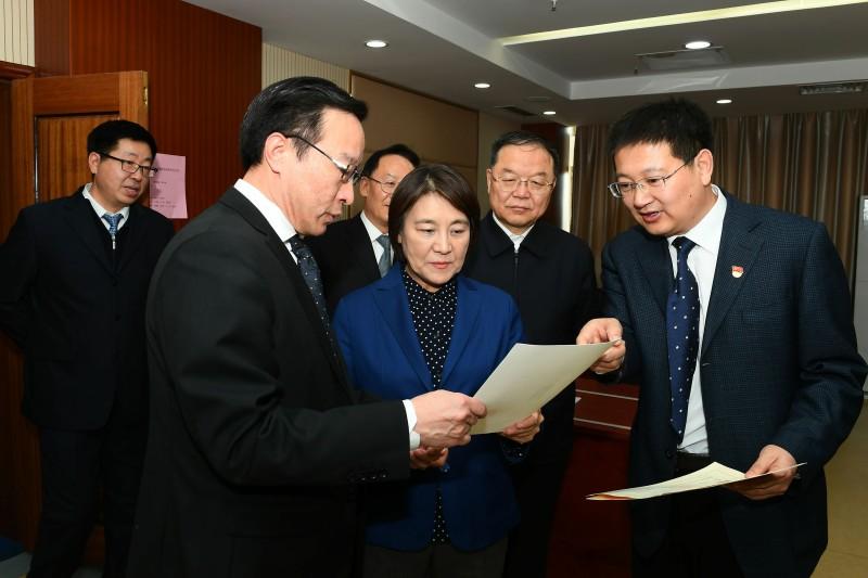 布小林:强化责任担当 更好服务经济社会发展大局