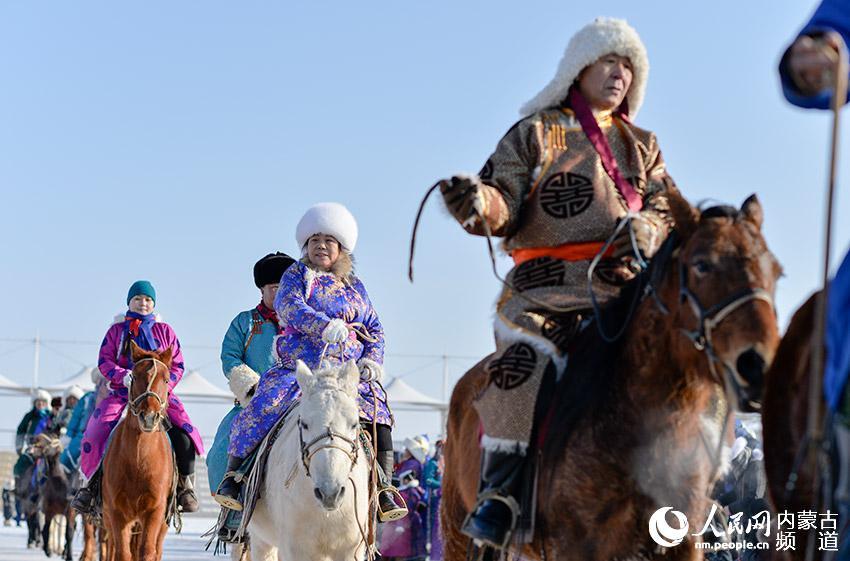 内蒙古乌兰察布:察哈尔服饰展演迎新春