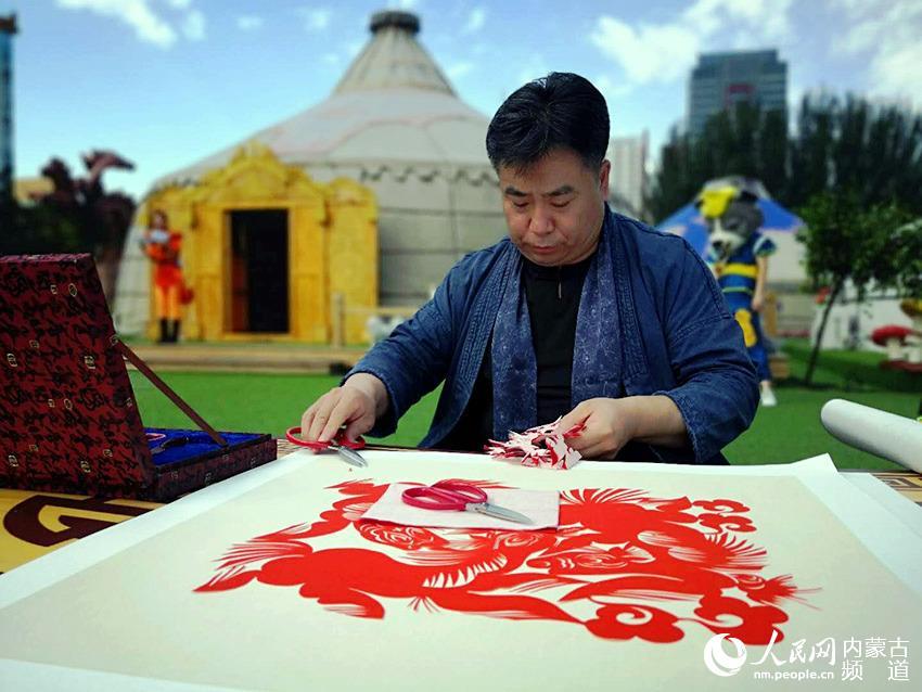 内蒙古民族文化——传统工艺现代创意专题展开幕