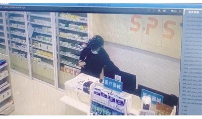 黑马计划app下载_一男子6次进店偷走手机和现金 监控拍下全过程